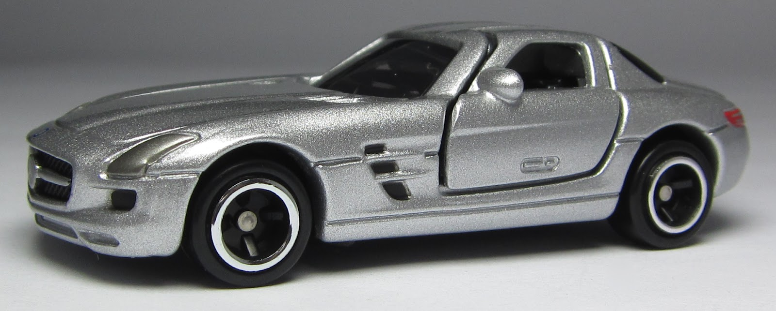 Model of the day tomica mercedes benz sls amg for Mercedes benz sls amg toy car