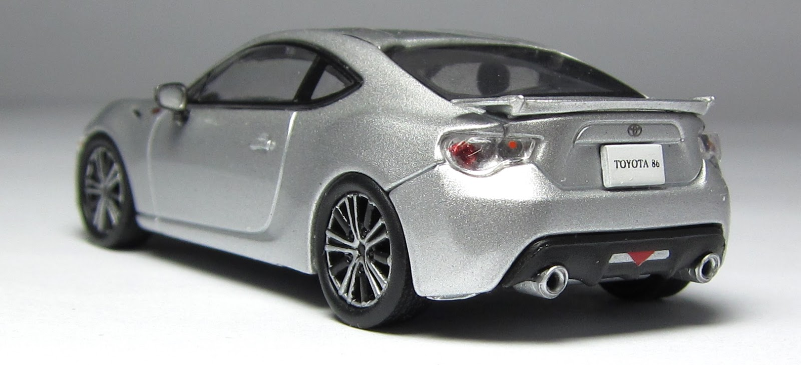 models of the day kyosho lexus lfa toyota 86 in silver. Black Bedroom Furniture Sets. Home Design Ideas
