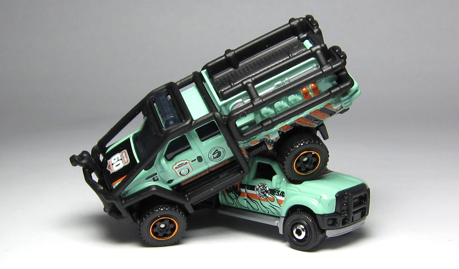 First Look: Matchbox 60th Anniversary Ford F-350 Superlift… – theLamleyGroup