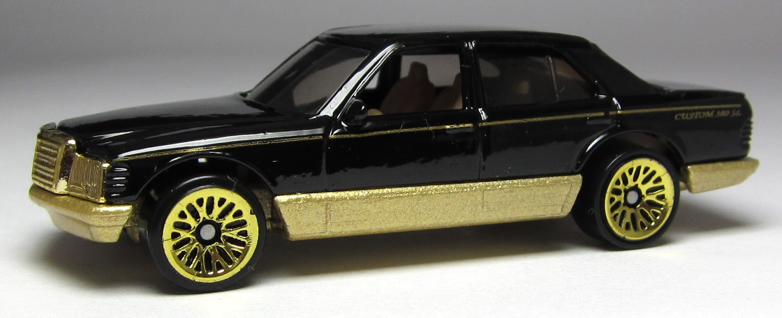 Model of the day hot wheels mercedes benz 380sel in black for Hot wheels mercedes benz