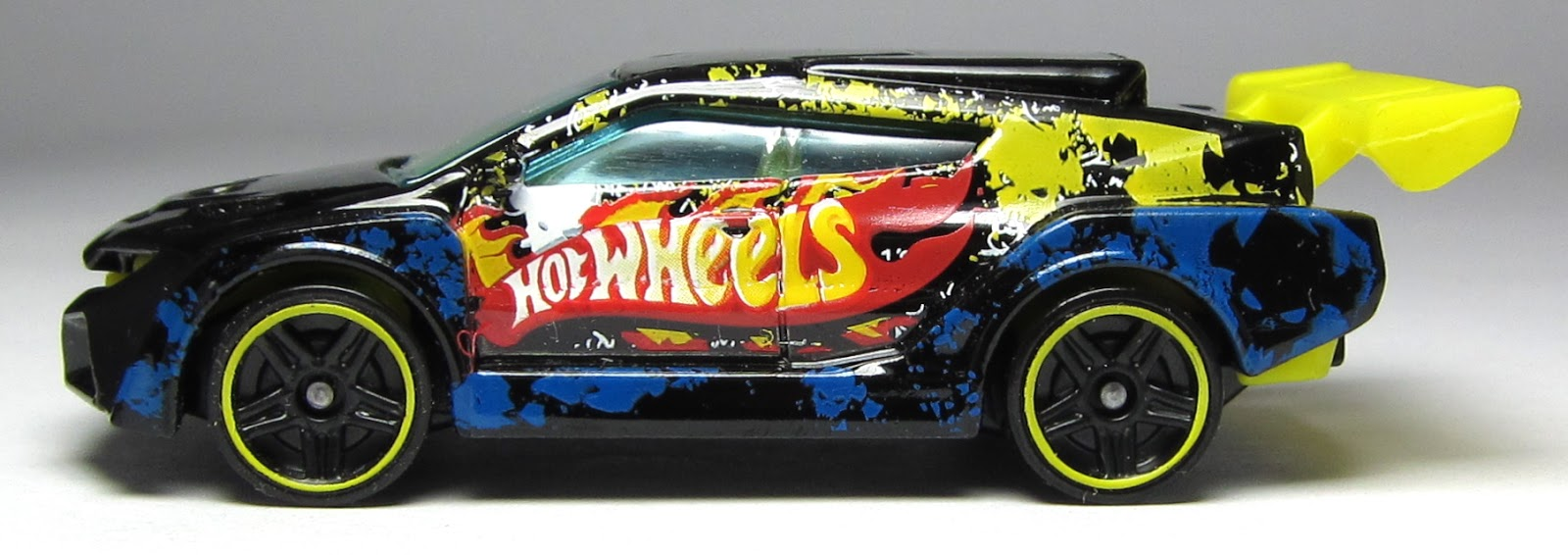 first look hot wheels bump around loop coupe. Black Bedroom Furniture Sets. Home Design Ideas