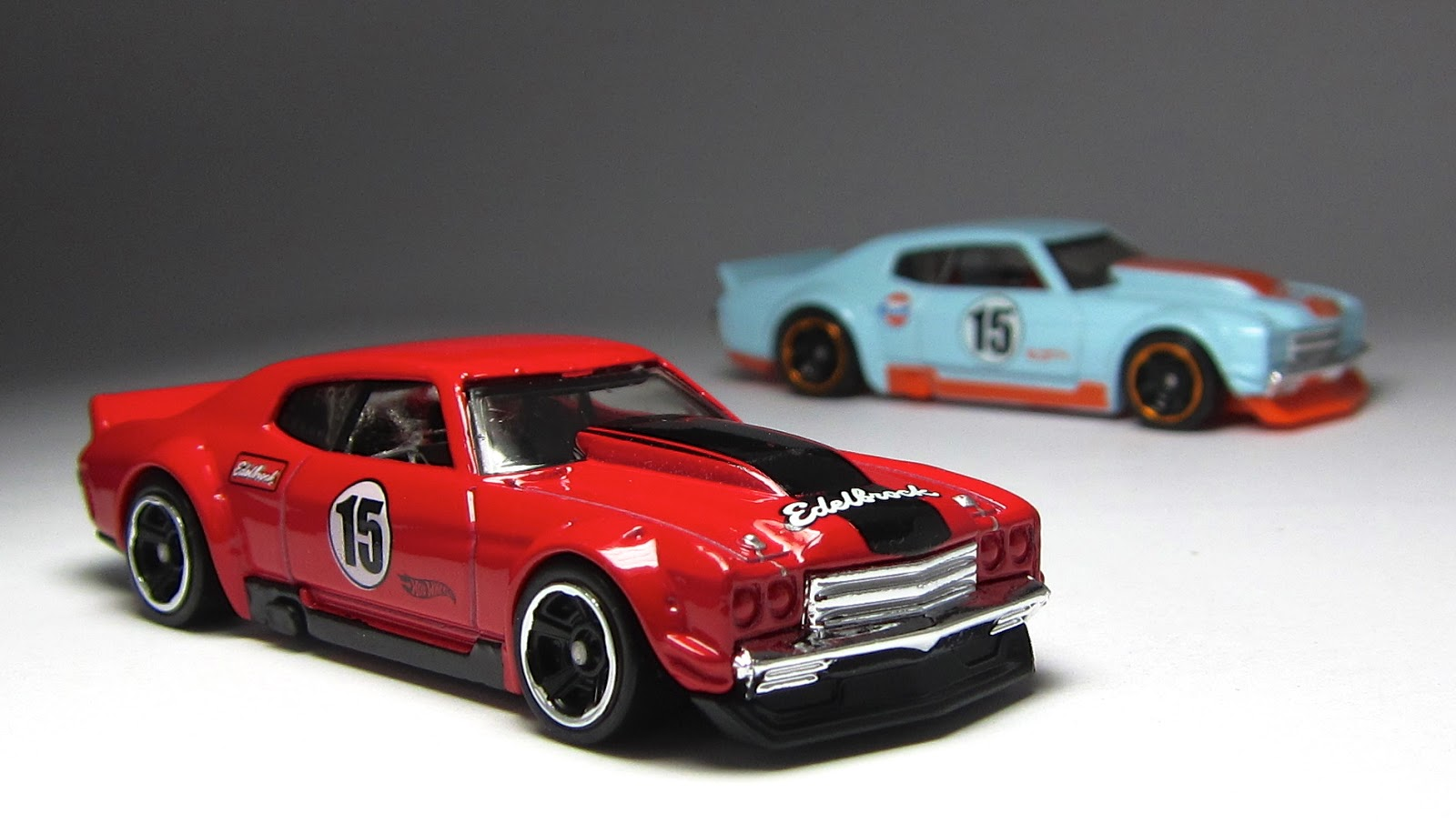 First Look Hot Wheels Toys R Us exclusive 70 Chevelle SS and 70