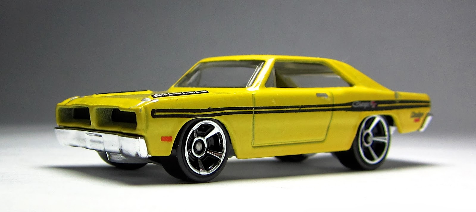 First Look 2014 Hot Wheels Brazilian Dodge Charger