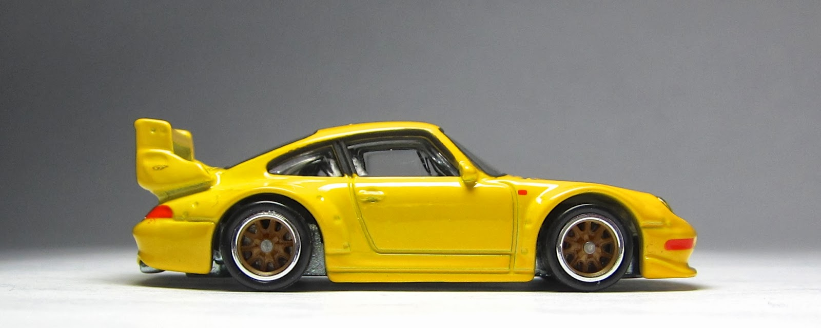 first look 2014 hot wheels porsche 993 gt2 the lamley group. Black Bedroom Furniture Sets. Home Design Ideas