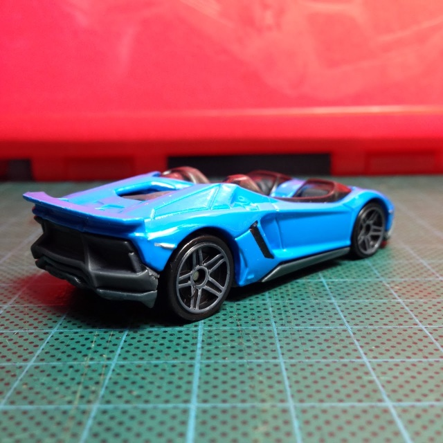 it surely stands out in its bright blue duds and in my opinion only last years zamac is better looking this blue may not work on a kia