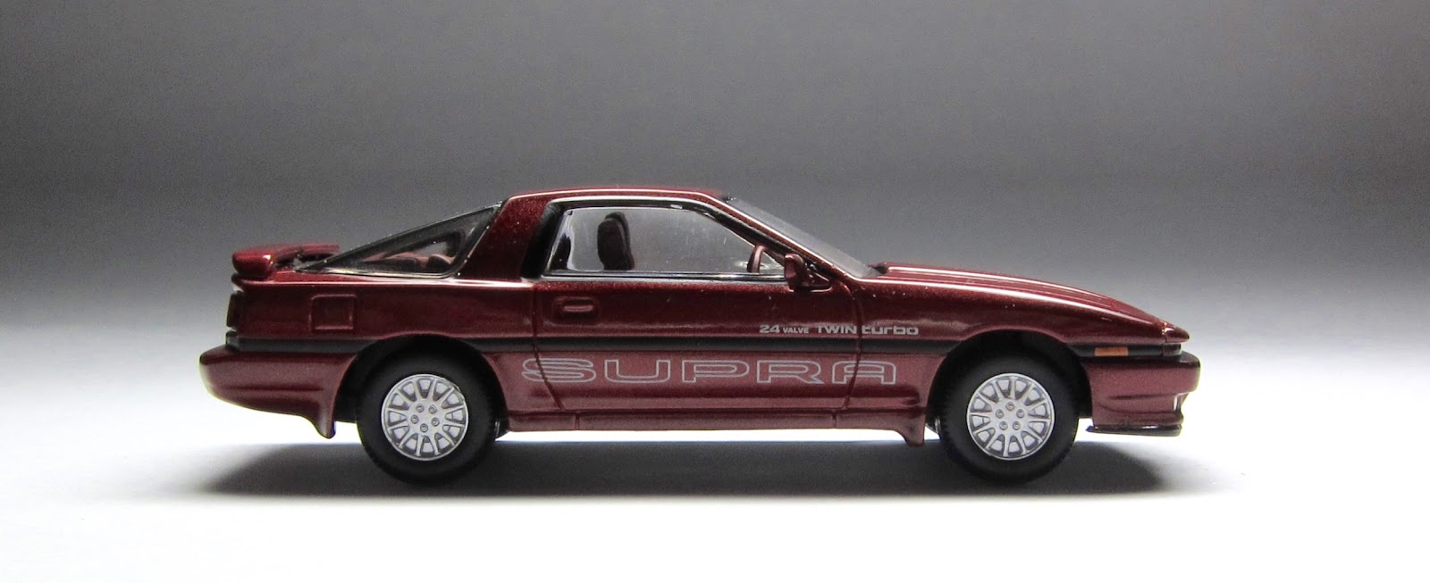 Tomica Limited Vintage Neo Toyota Supra 2.0 Twin Turbo: