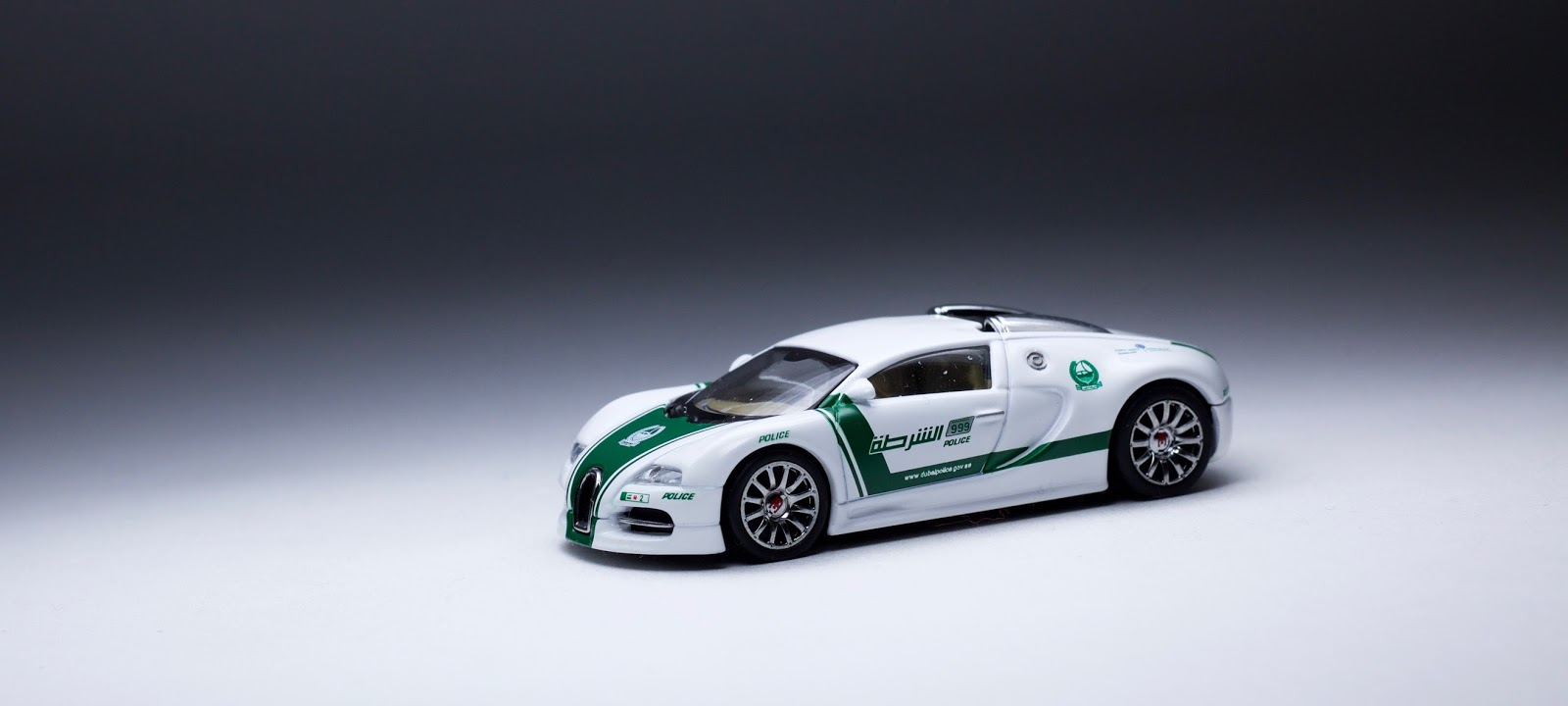 the auto art bugatti veyron dubai police car is upper echelon diecast the. Black Bedroom Furniture Sets. Home Design Ideas