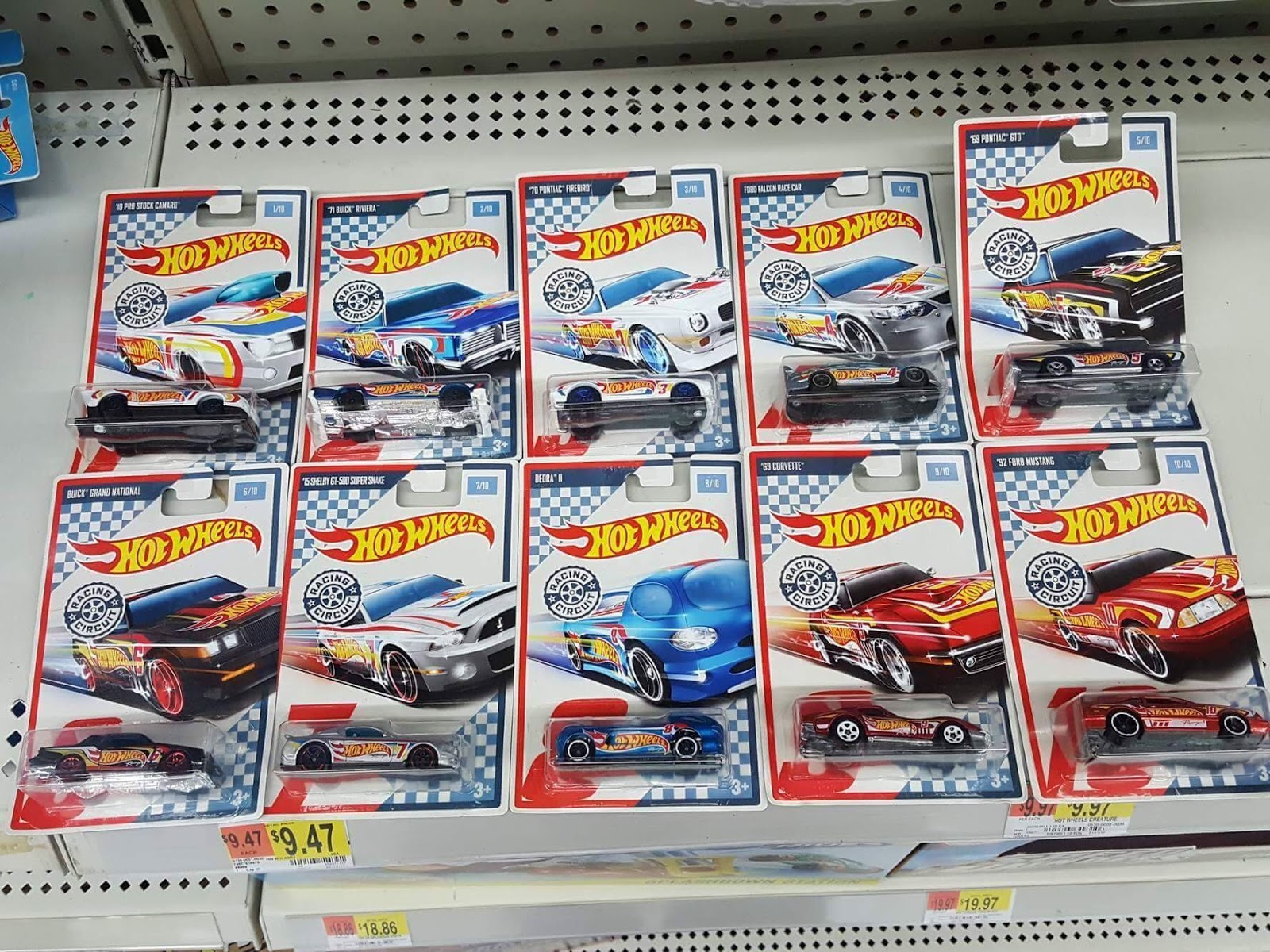 new hot wheels racing circuit being found at walmart thelamleygroup. Black Bedroom Furniture Sets. Home Design Ideas